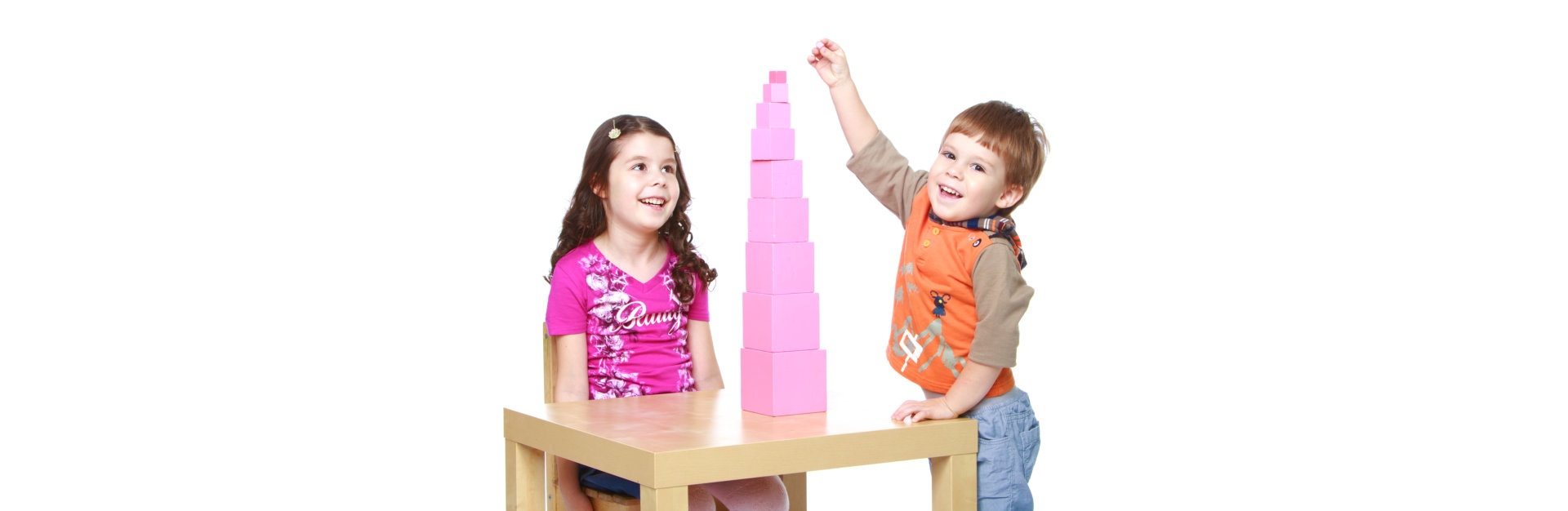2 kids building pyramid